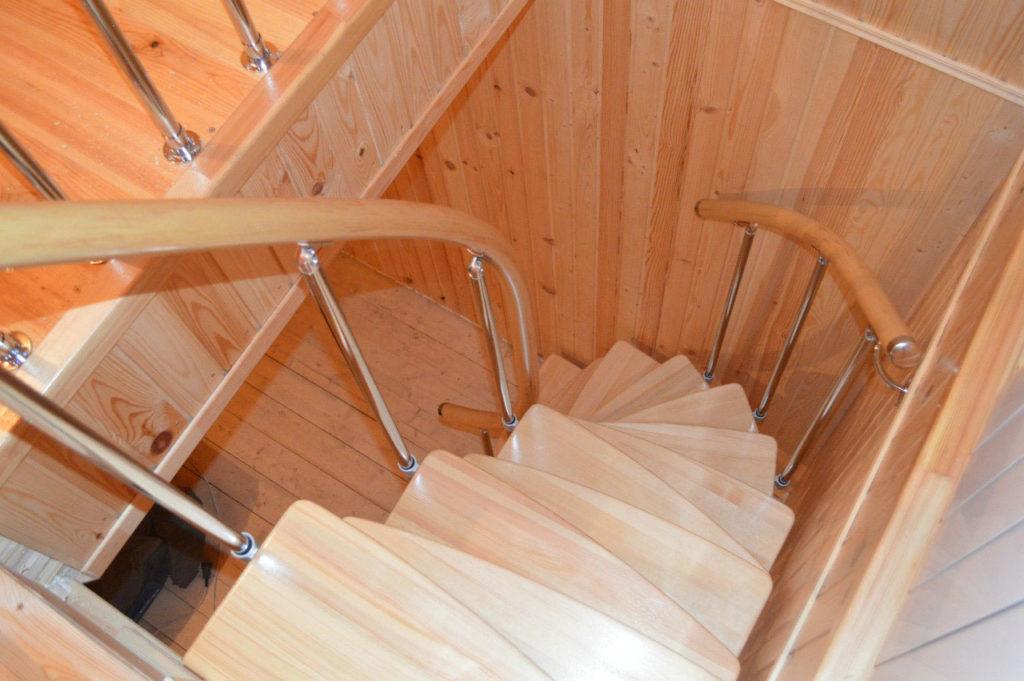 Лестница с закругленными ступенями гусиный шаг