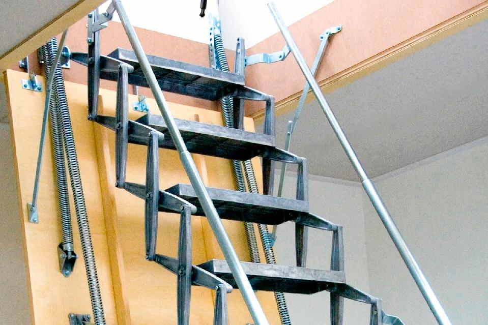 Складная лестница в подвал с люком