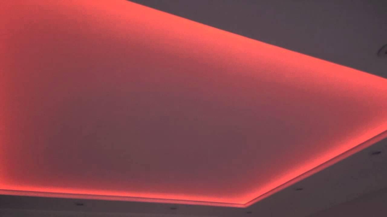 Шикарная неоновая подсветка в спальне
