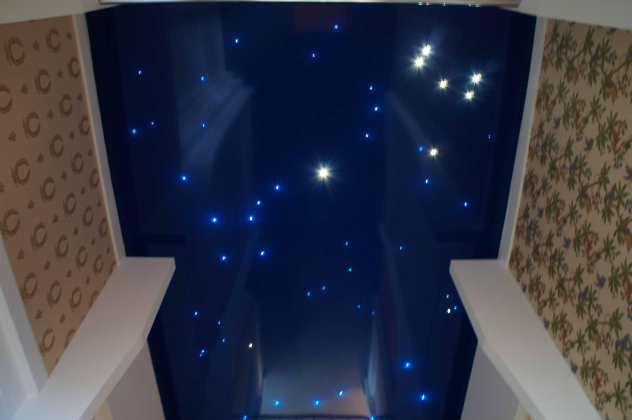 Светящийся потолок и его применение в интерьере