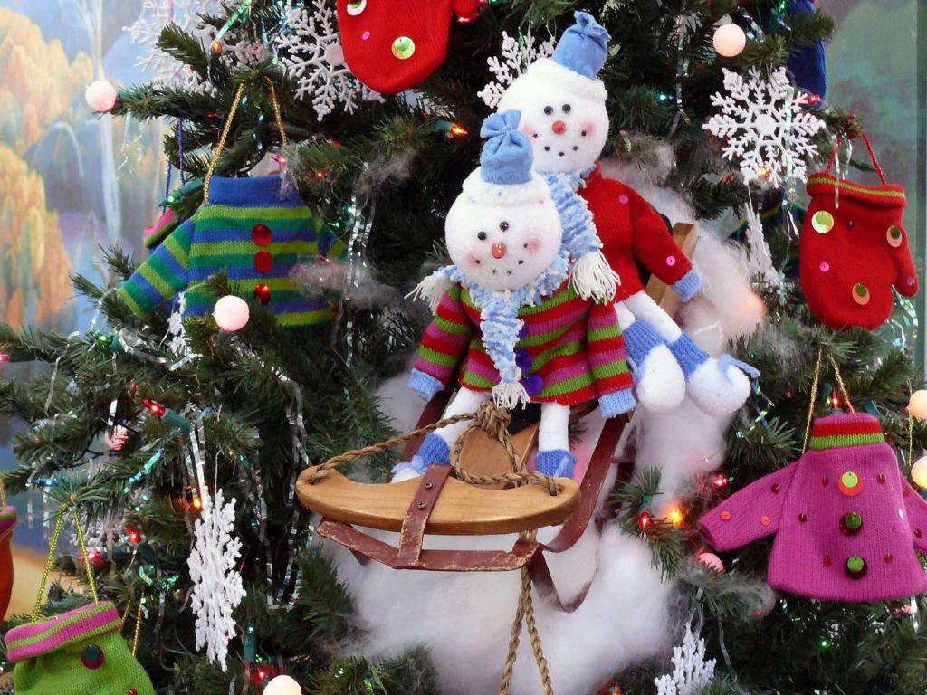 Как украсить елку в детском саду