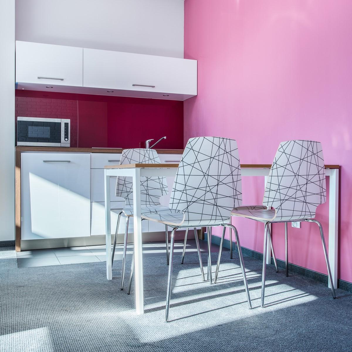 «Живой» интерьер: применение ярких цветов в дизайне
