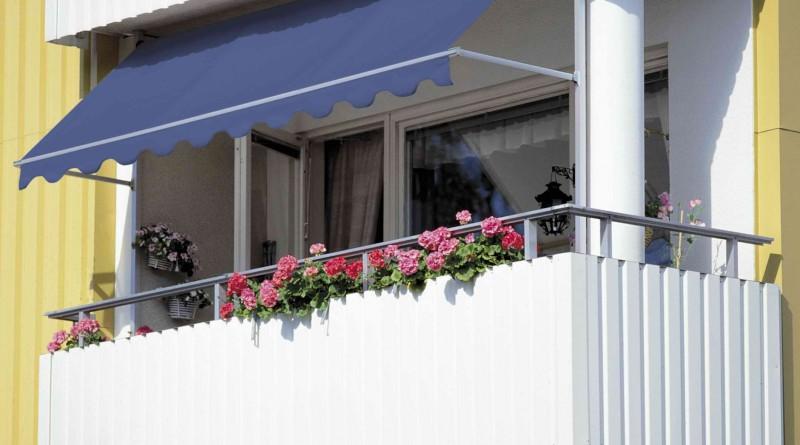 балкон в многоэтажке снавесом