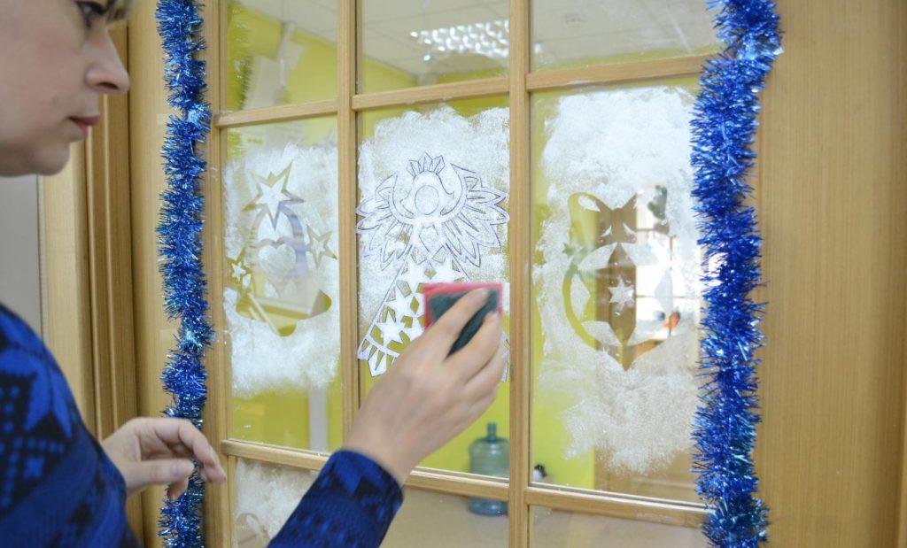 Искусственный снег на окно своими руками