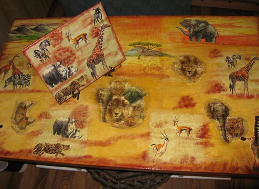 Декупаж деревянного стола салфетками