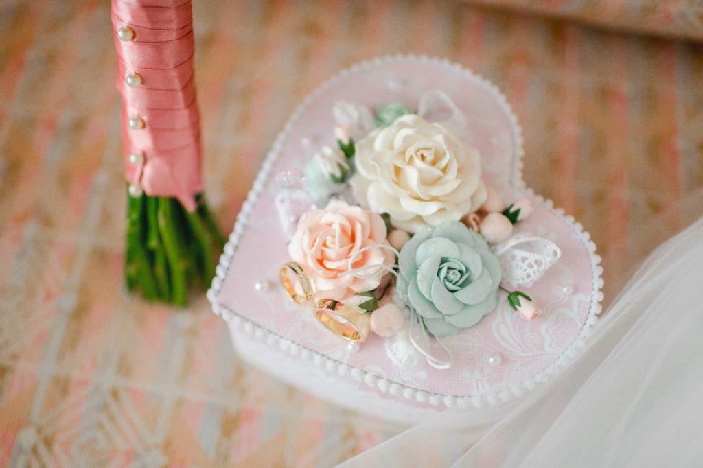Коробочка для свадебных колец в виде сердца