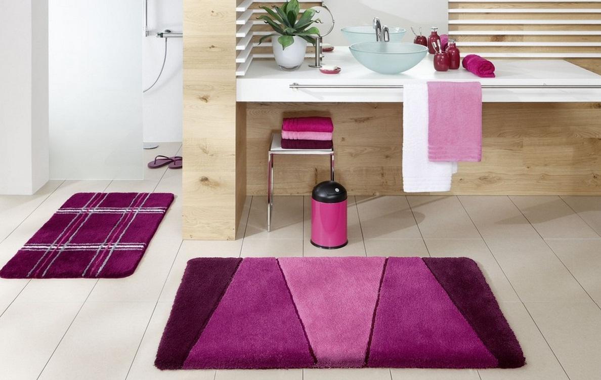 Разноцветные коврики в интерьере