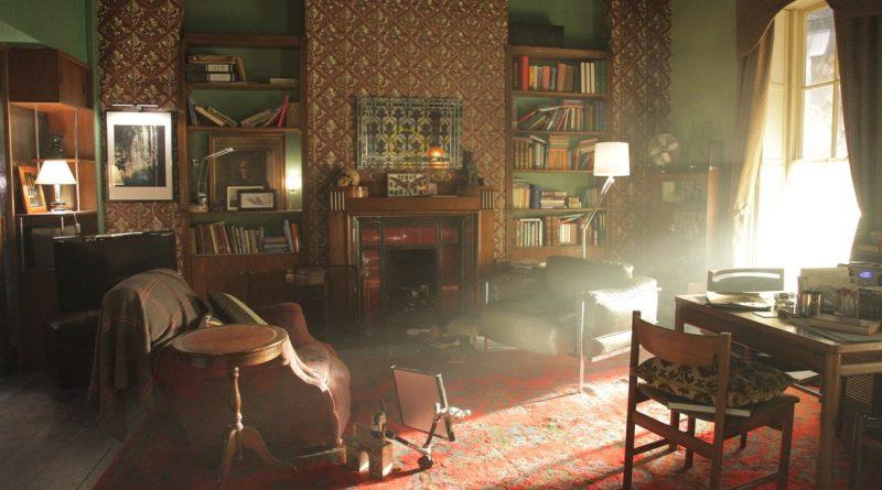 Как стилизовать ваше жилье под комнату из сериала «Шерлока»