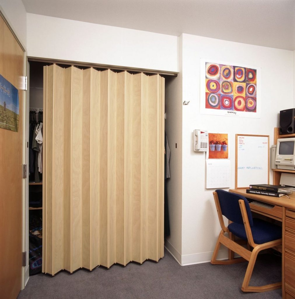 гардеробная с дверями гармошка