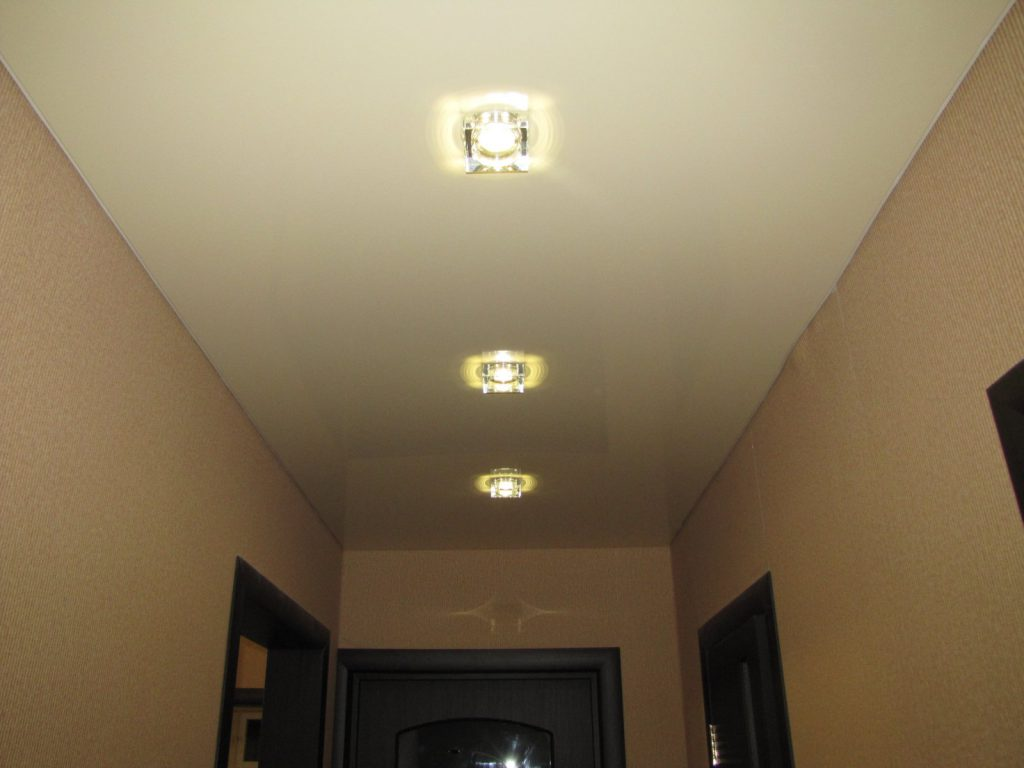 Освещение в маленьком коридоре