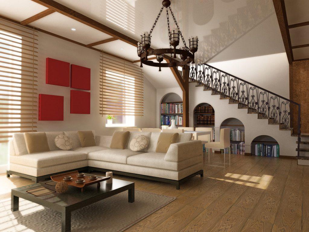 Люстра в гостиной с высоким потолком