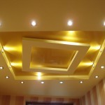 интерьер зала с натяжным потолком