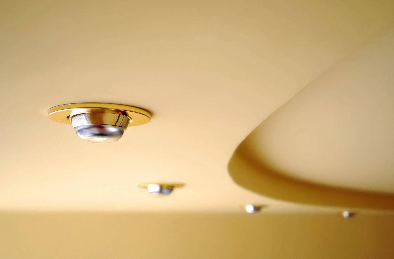 Организация освещения в натяжных потолках: монтаж и идеи для разных комнат   +70 фото