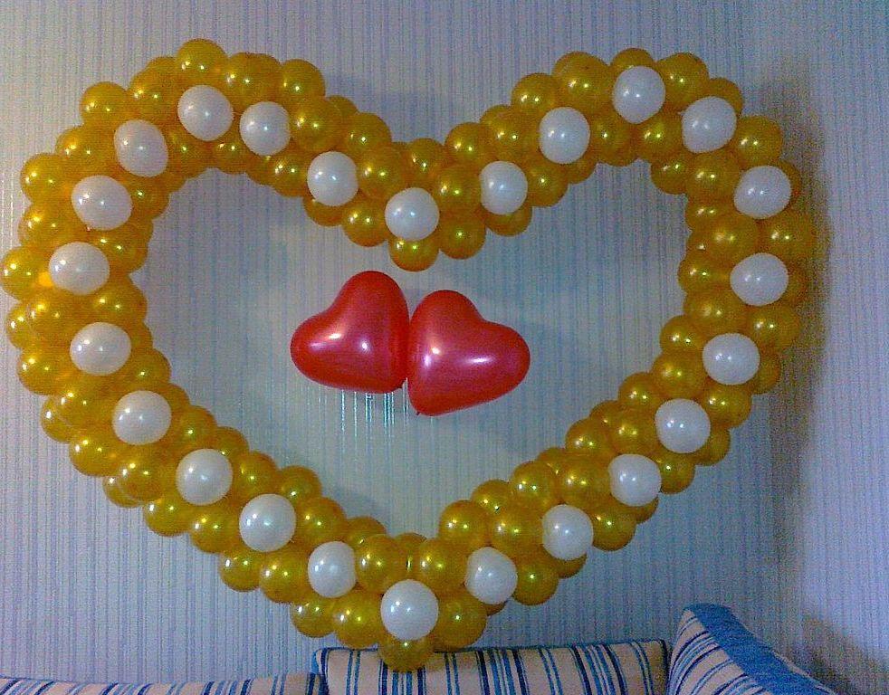 Интересные идеи украшения стен ко Дню влюбленных