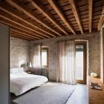 Натуральный деревянный потолок в доме