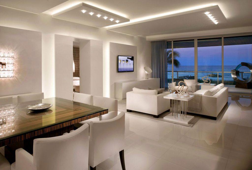 Точечное освещение потолка в интерьере