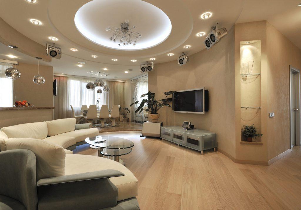 Комбинированное освещение в гостиной