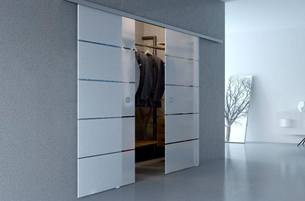 Навесные двери купе в гардеробную