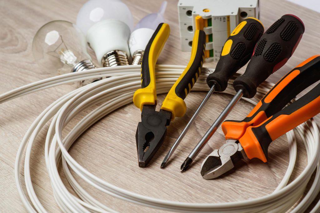 инструменты для монтажа проводки