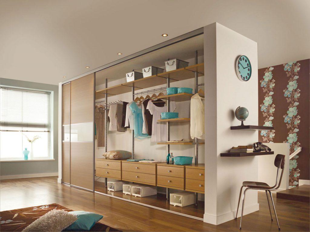Модульная гардеробная система в квартире-студии