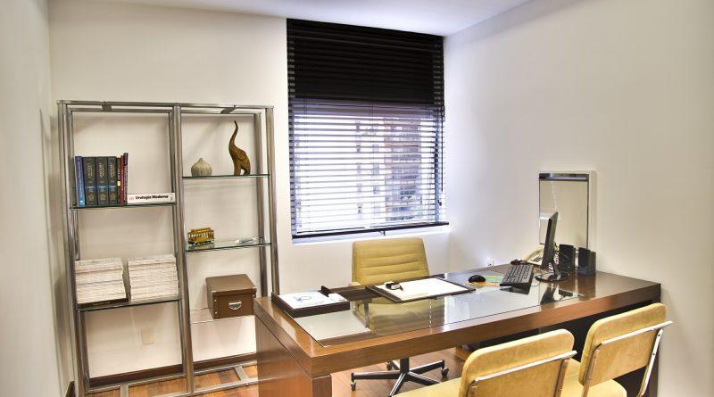 Письменный стол и стулья