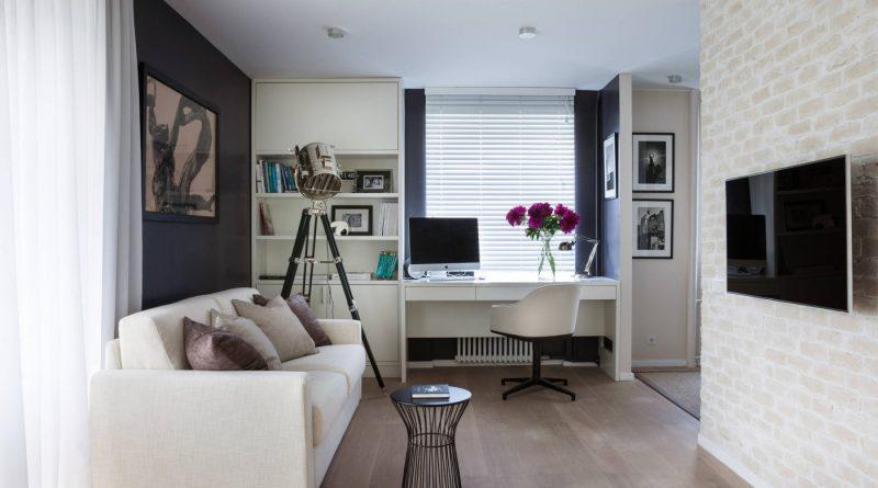 Белый диван и стол