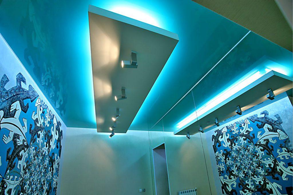 Скрытая подсветка в гипсокартонном потолке в коридоре