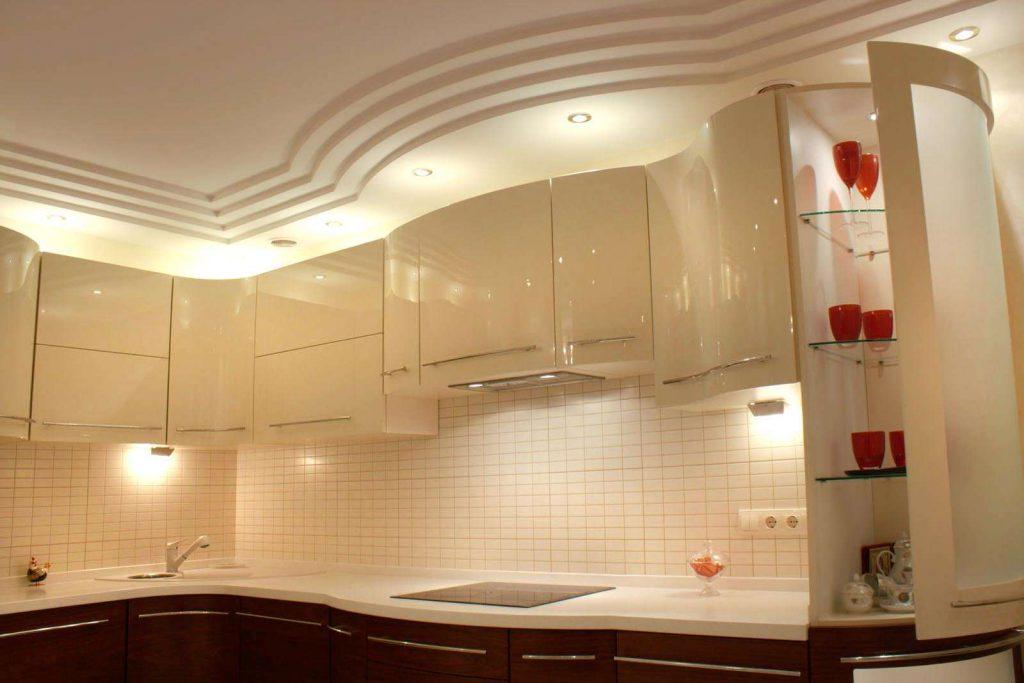 Точечное освещение в интерьере кухни