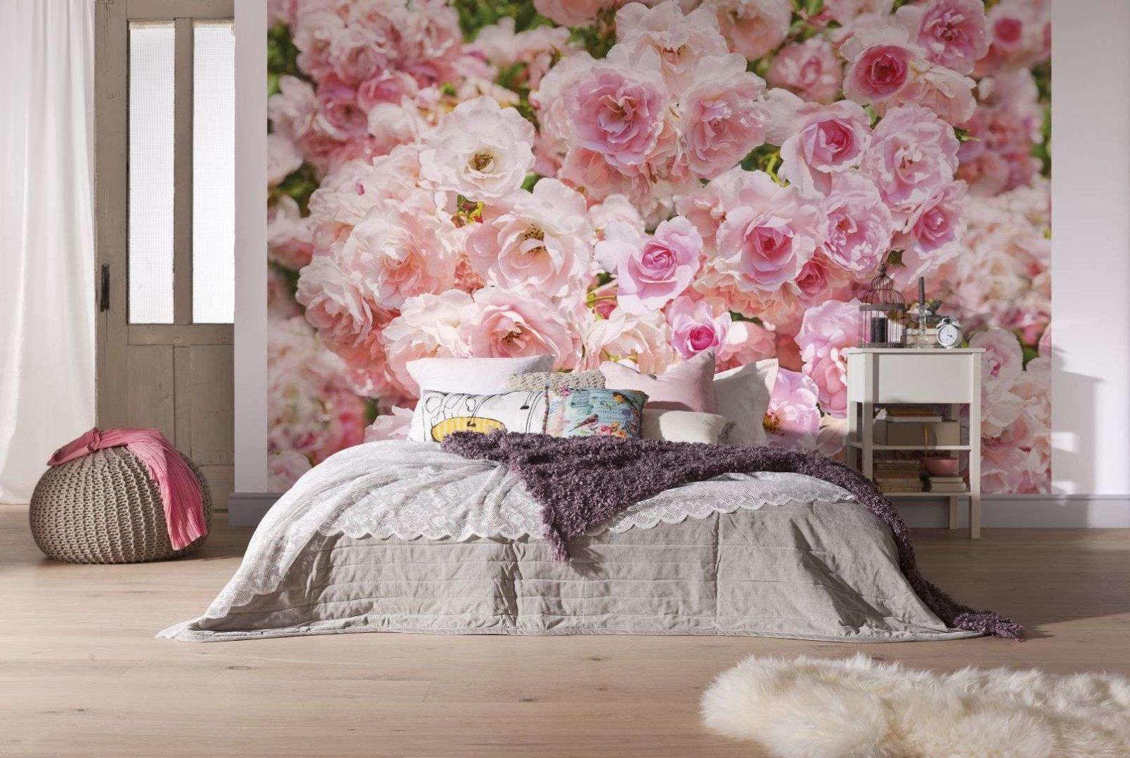 Современные обои различных видов: как сделать правильный выбор для спальни?