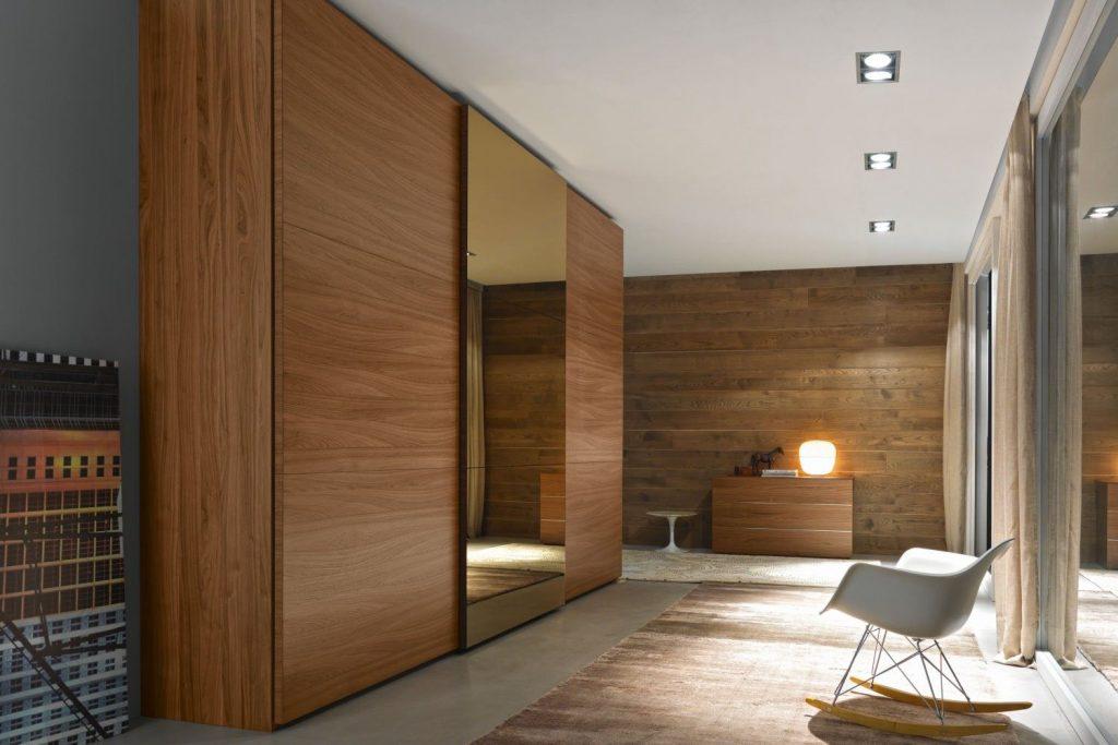 гардеробный шкаф из массива дерева