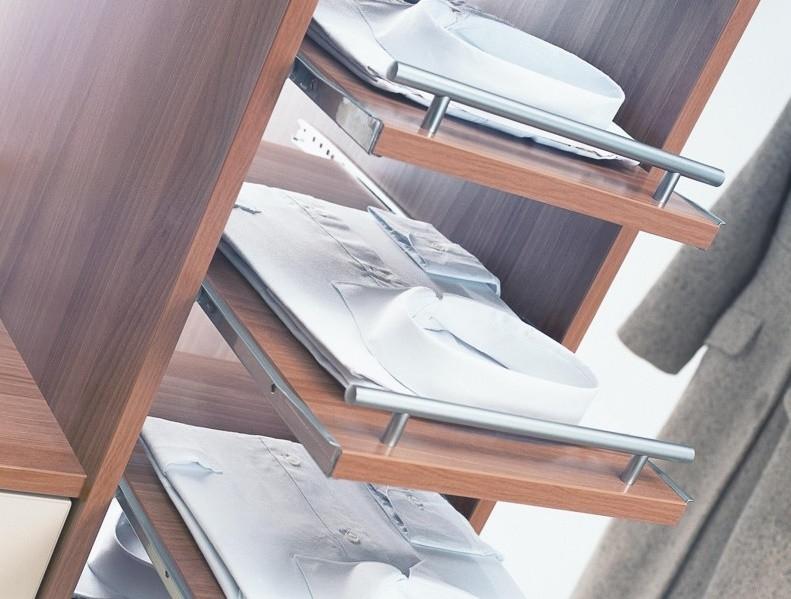 выдвижные полки в гардеробной системе