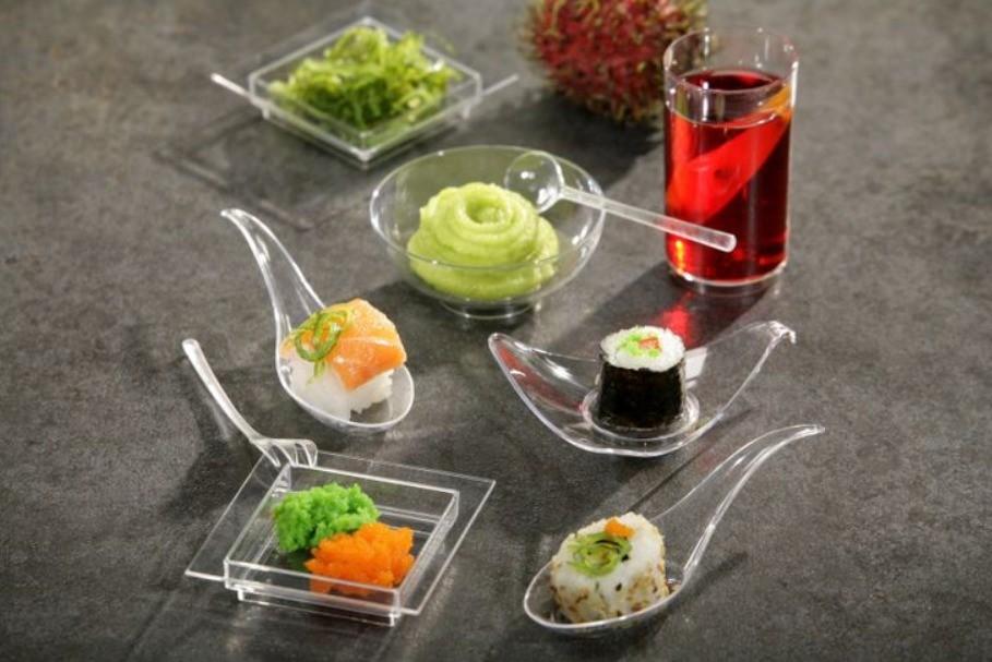 Набор посуды из пластика