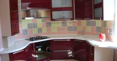 С какими цветами сочетается бордовая кухня?