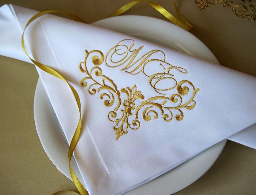 Текстильная салфетка с вышивкой