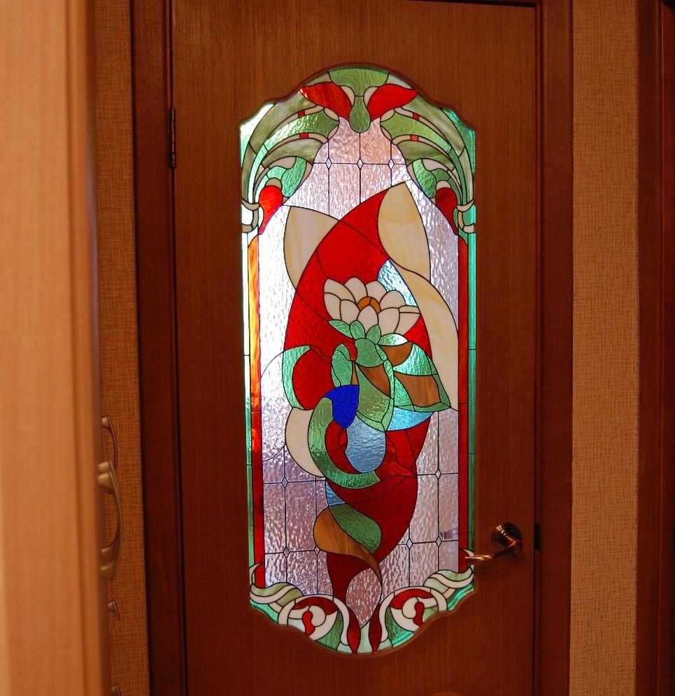 декор двери витражной росписью