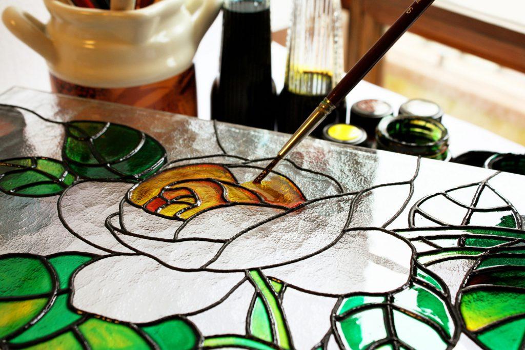 Витражная роспись своими руками на стекле