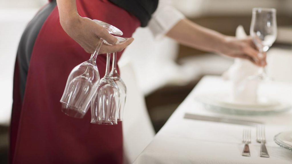 Сервировка стола бокалами