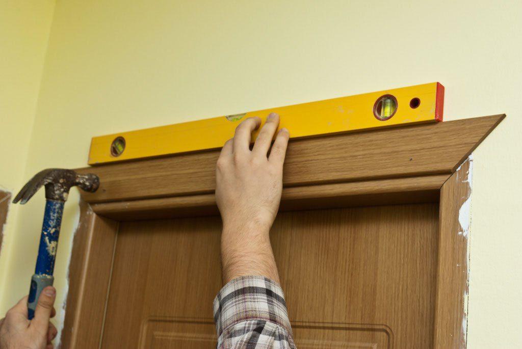 Монтаж наличников на двери