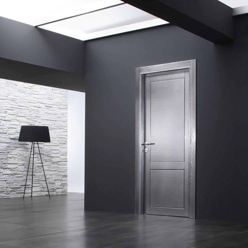 Серебристые двери в интерьере
