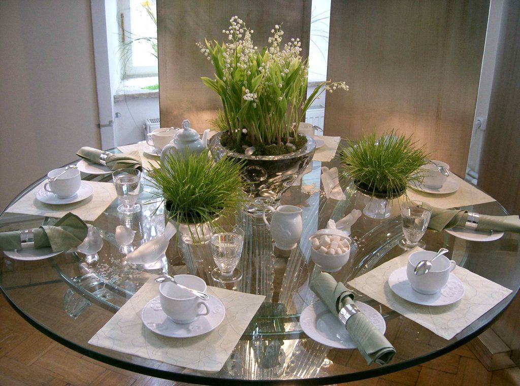 Сервировка стеклянного стола