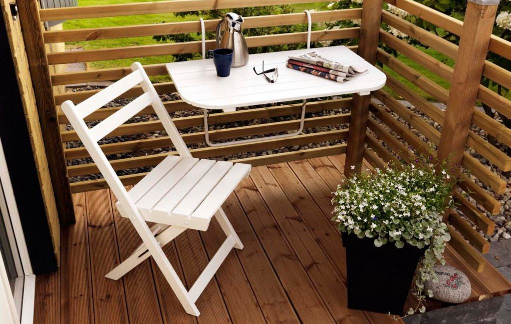 Правила оформления открытого балкона: выбор мебели и декора