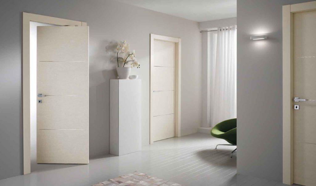Белые межкомнатные двери с поворотным механизмом