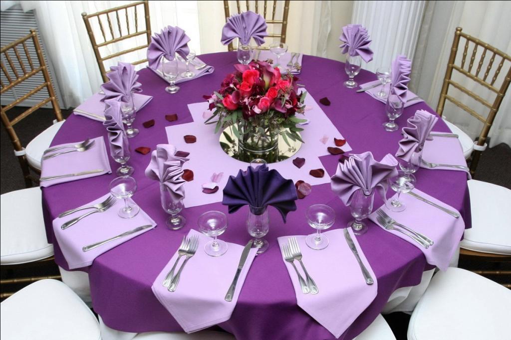 Сервировка стола в фиолетовом цвете