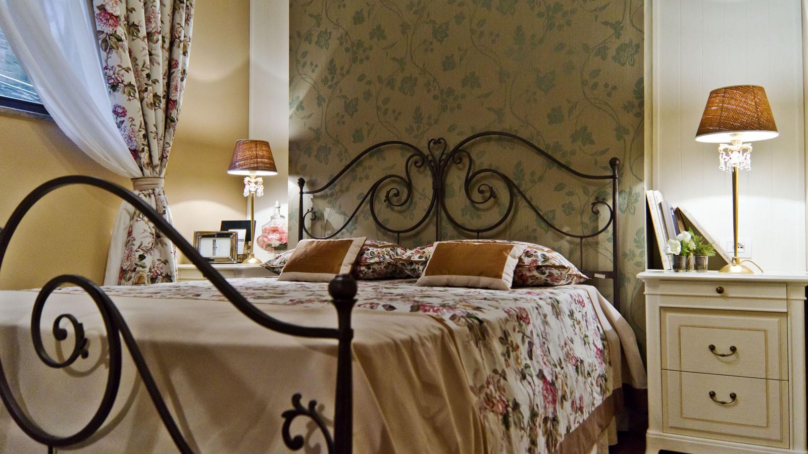 Оформление спальни в стиле Прованс: советы по выбору цветовой гаммы, мебели и отделки