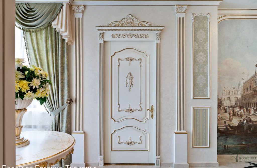 Белые двери в классическом стиле