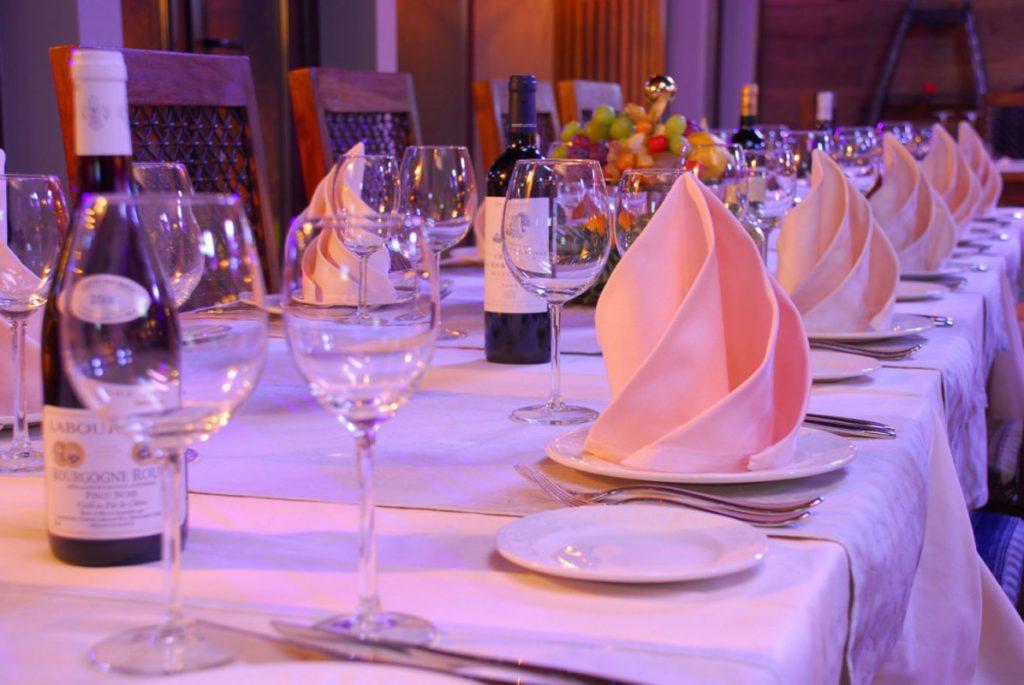 Полная вечерняя сервировка стола