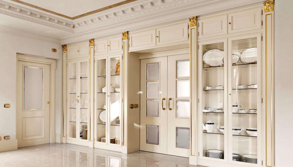Белые двери со стеклом в классическом стиле