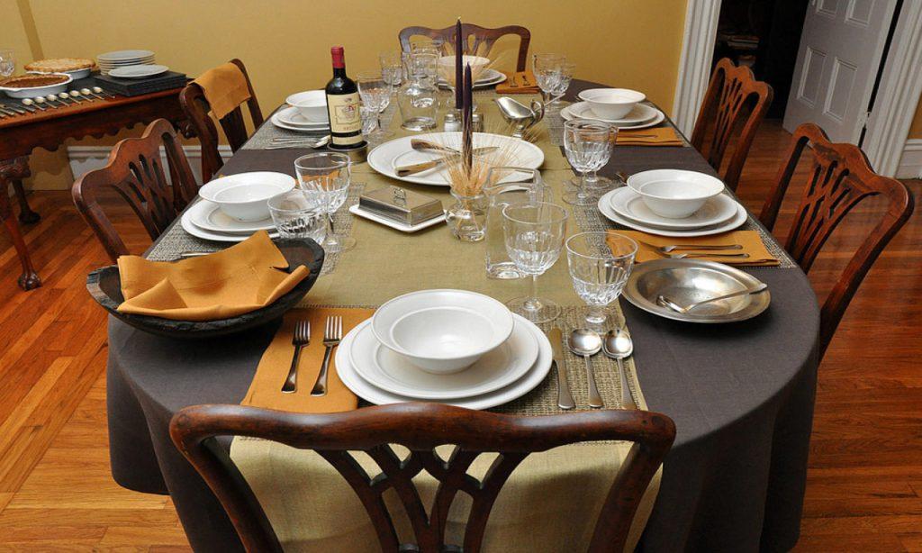 Сервировка стола к обеду