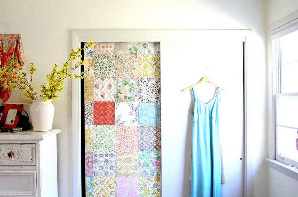 Декор двери тканью в технике пэчворк