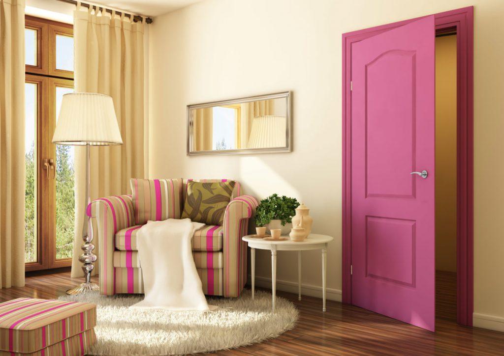 Розовые двери в интерьере
